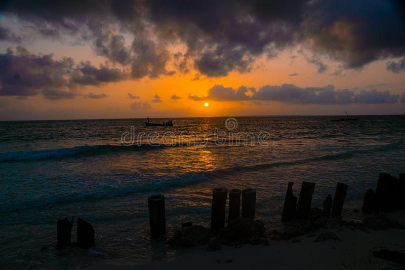 Nascer do sol africano, Zanzibar, Tanzânia fotografia de stock royalty free
