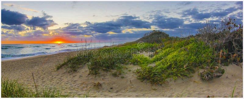 Nascer do sol do amanhecer em Santa Lucia Beach 2 fotos de stock