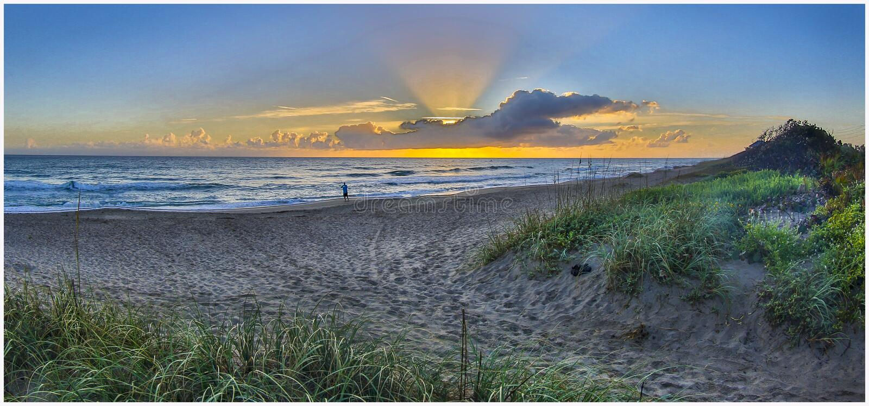 Nascer do sol do amanhecer em Santa Lucia Beach 3 fotos de stock royalty free