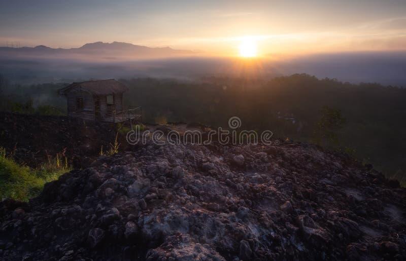 Nascer do sol bonito de Gunung Ireng imagem de stock royalty free