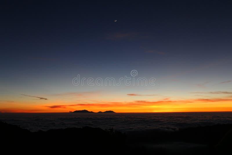 Nascer do sol bonito em Bromo Tengger Semeru foto de stock
