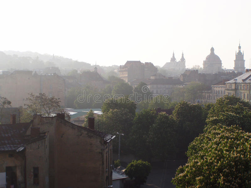 Nascer do sol bonito na primavera Lviv fotografia de stock