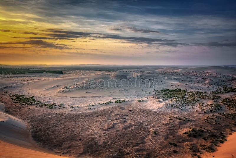 Nascer do sol bonito no deserto de Dammam Arábia Saudita imagem de stock royalty free