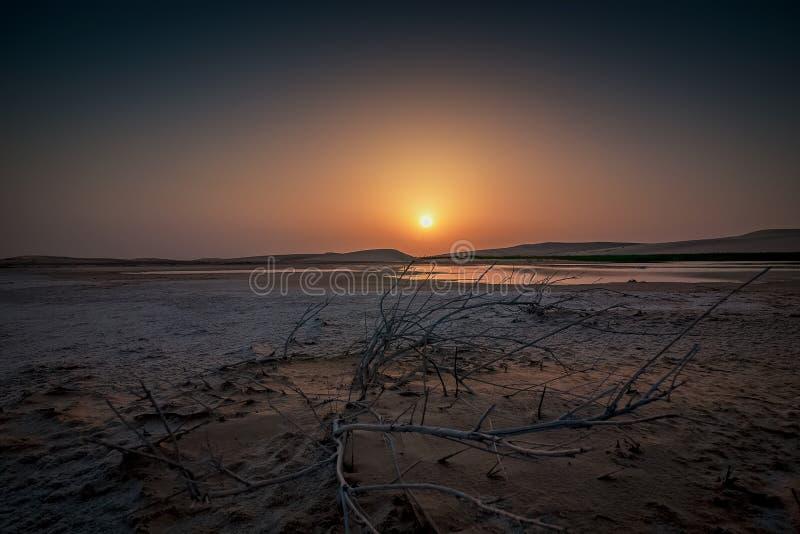 Nascer do sol bonito no deserto de Dammam Arábia Saudita foto de stock