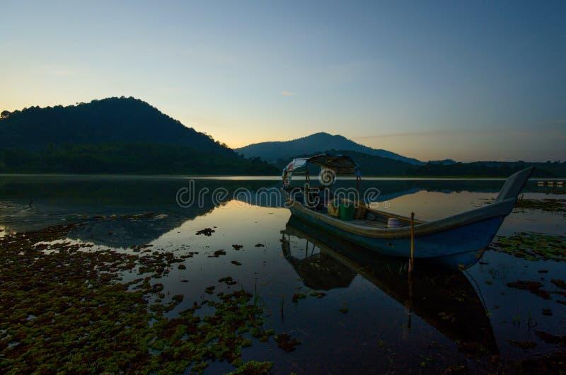 Nascer do sol bonito no lago dos beris, sik kedah malaysia imagens de stock royalty free