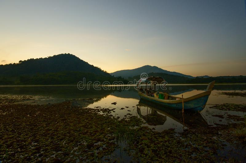 Nascer do sol bonito no lago dos beris, sik kedah malaysia fotografia de stock royalty free