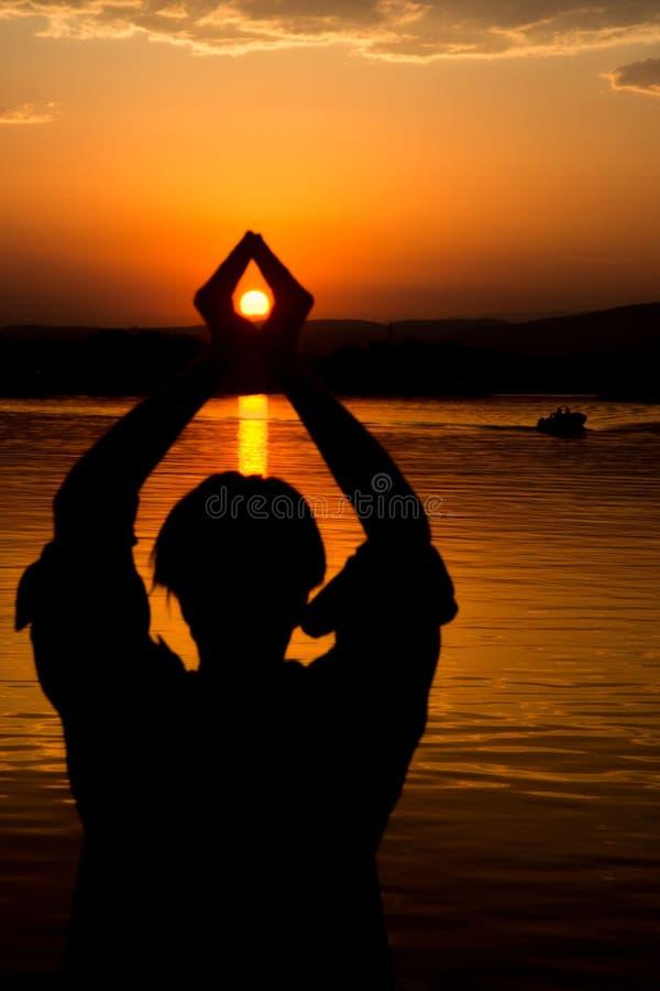 Nascer do sol bonito no rio Bojana foto de stock