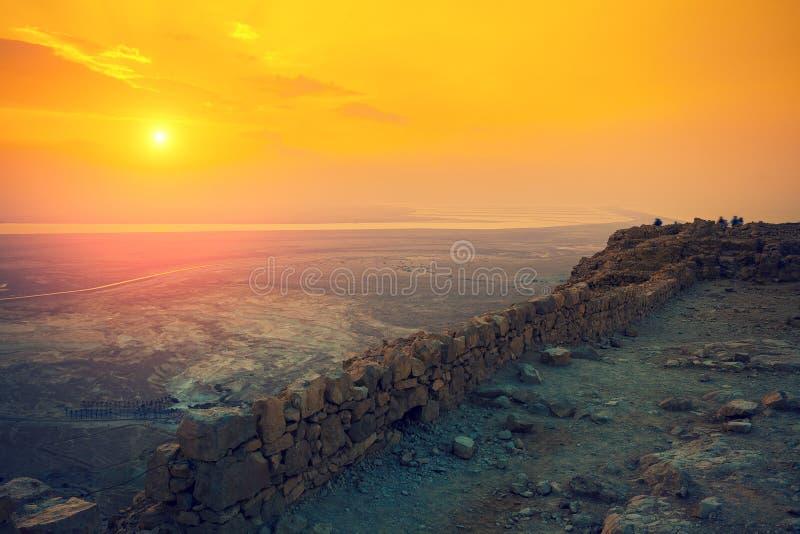 Nascer do sol bonito sobre a fortaleza de Masada imagem de stock royalty free
