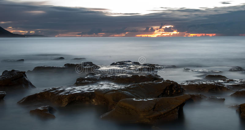 Nascer do sol Coalcliff, Sydney imagens de stock royalty free