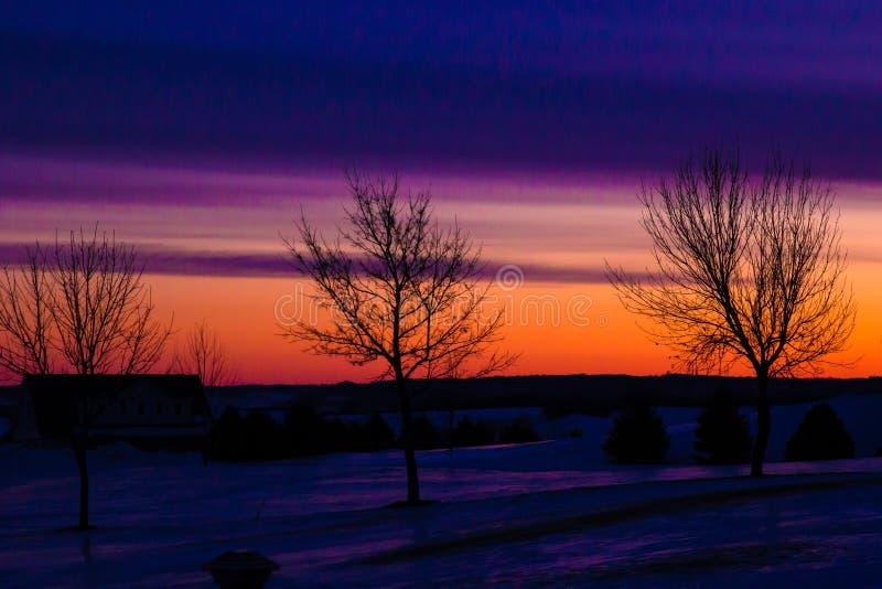 Nascer do sol colorido do inverno foto de stock royalty free