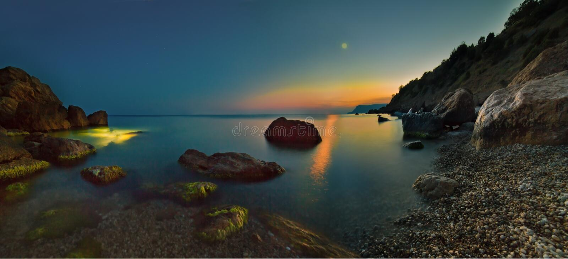 Nascer do sol colorido do mar de Crimeia fotos de stock