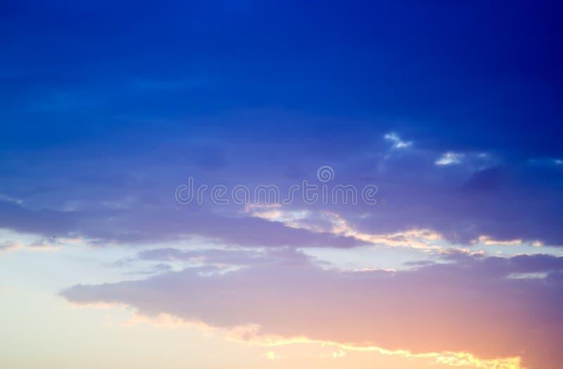 Nascer do sol com nuvens fotos de stock