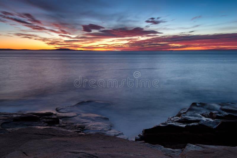 Nascer do sol da costa de Maine foto de stock