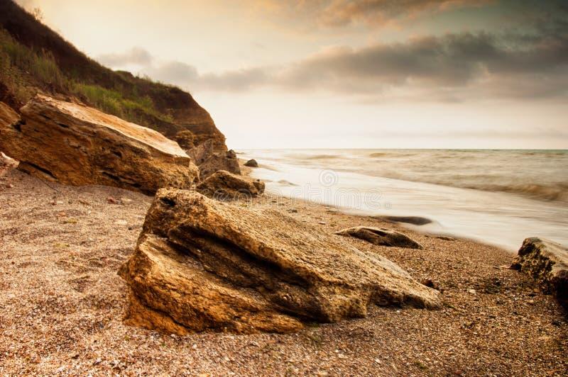 Nascer do sol da costa de mar em Chabanka Odesa Ucrânia foto de stock royalty free