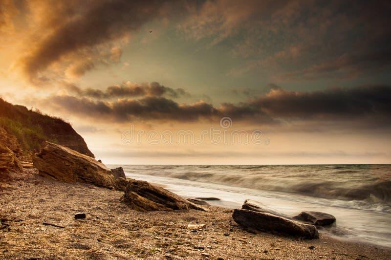 Nascer do sol da costa de mar em Chabanka Odesa Ucrânia fotos de stock