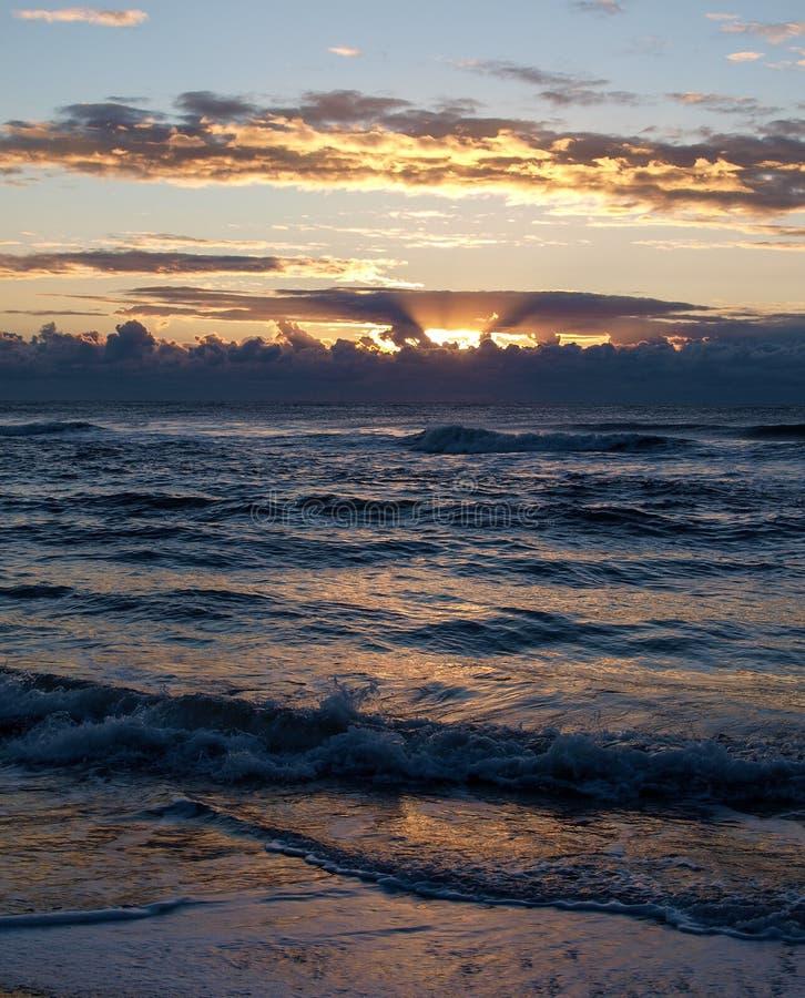 Nascer do sol da ilha de Hatteras em Carolina Outer Banks norte imagem de stock