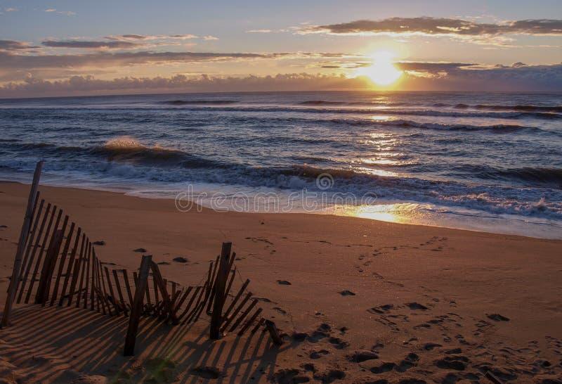 Nascer do sol da ilha de Hatteras em Carolina Outer Banks norte fotos de stock