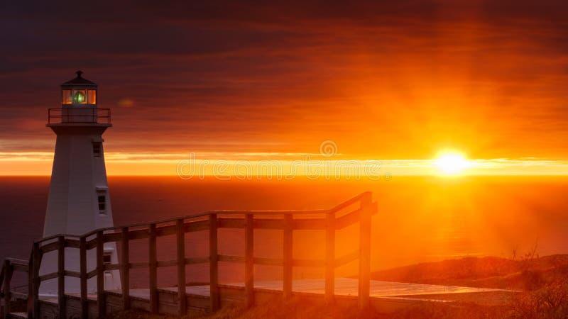 Nascer do sol da lança do cabo no farol novo fotos de stock