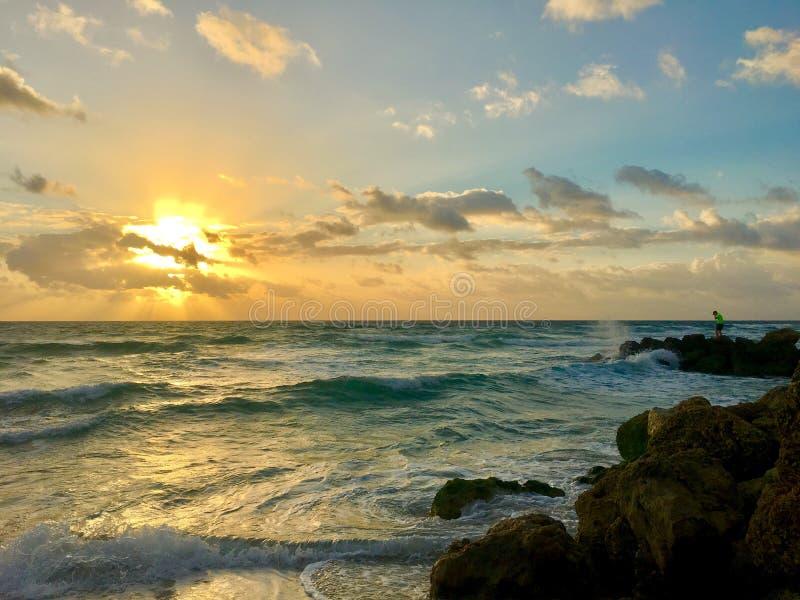 Nascer do sol da manhã de Florida na praia de Deerfield fotos de stock