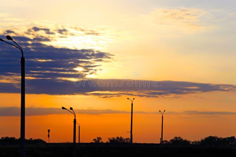 Nascer do sol da manhã, nascer do sol sobre a ponte imagens de stock royalty free