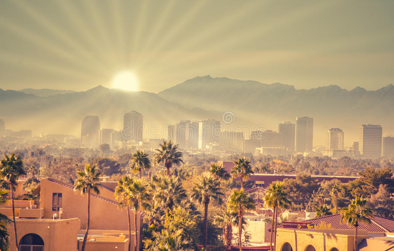 Nascer do sol da manhã sobre Phoenix, o Arizona foto de stock royalty free