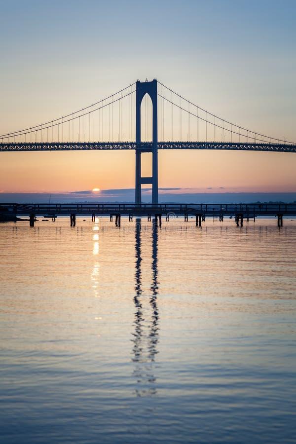 Nascer do sol da ponte de Newport imagem de stock