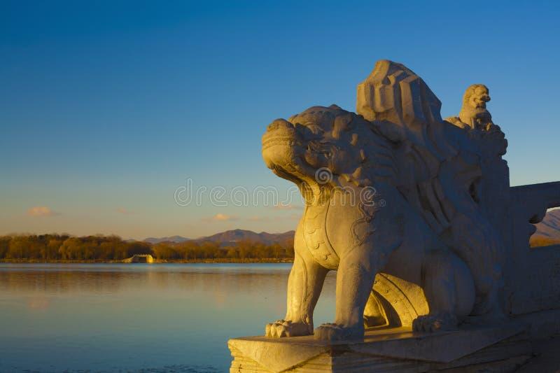 Nascer do sol da ponte do arco do palácio de verão dezessete imagem de stock royalty free