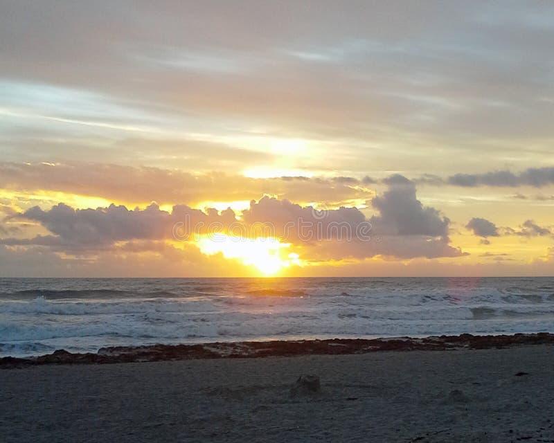 Nascer do sol 2 da praia do cacau foto de stock