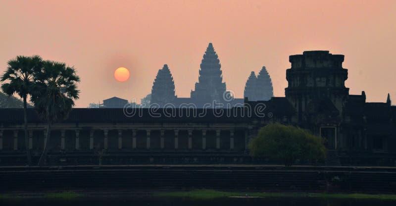 Nascer do sol de Angkor Wat fotografia de stock royalty free