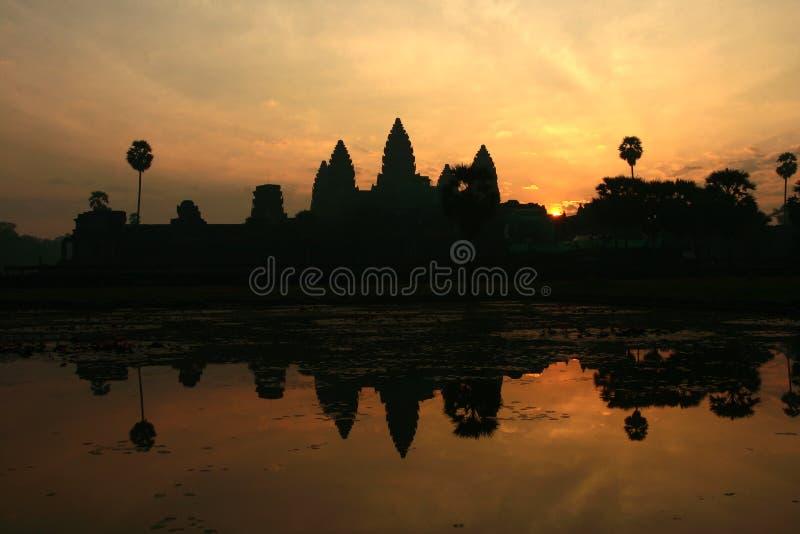 Nascer do sol de Angkor Wat em Cambodia imagem de stock