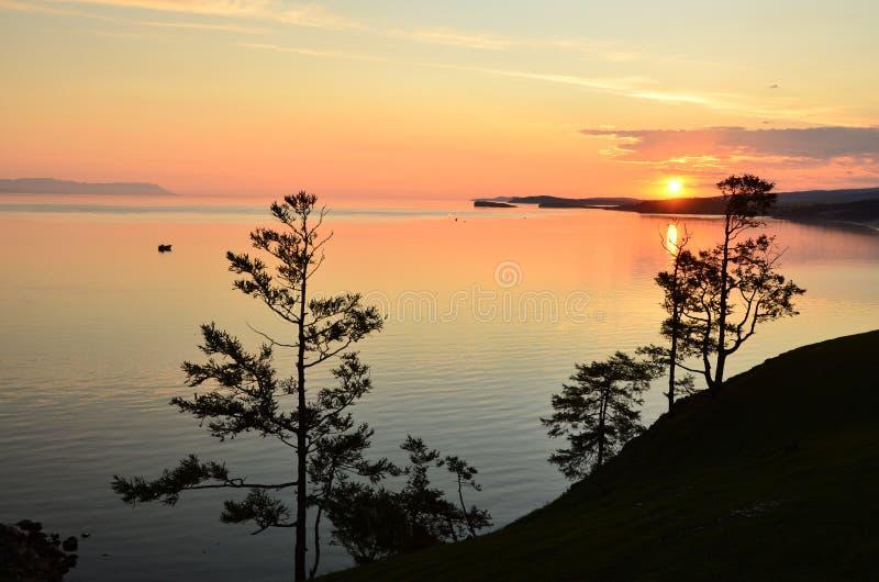 Nascer do sol de Baikal fotografia de stock royalty free