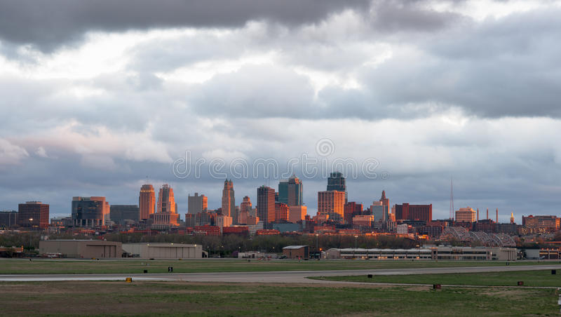 Nascer do sol de Kansas City Missourri Clay County Downtown City Skyline foto de stock royalty free