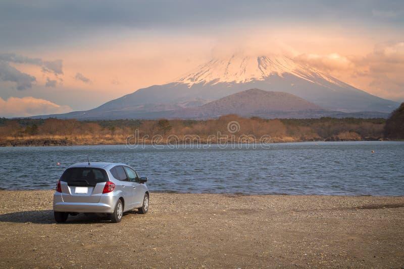 Nascer do sol de Monte Fuji na estação do inverno de Japão foto de stock royalty free