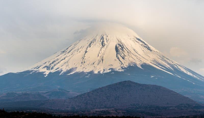 Nascer do sol de Monte Fuji na estação do inverno de Japão foto de stock