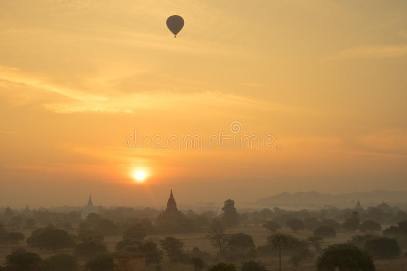 Nascer do sol de Myanmar fotografia de stock royalty free