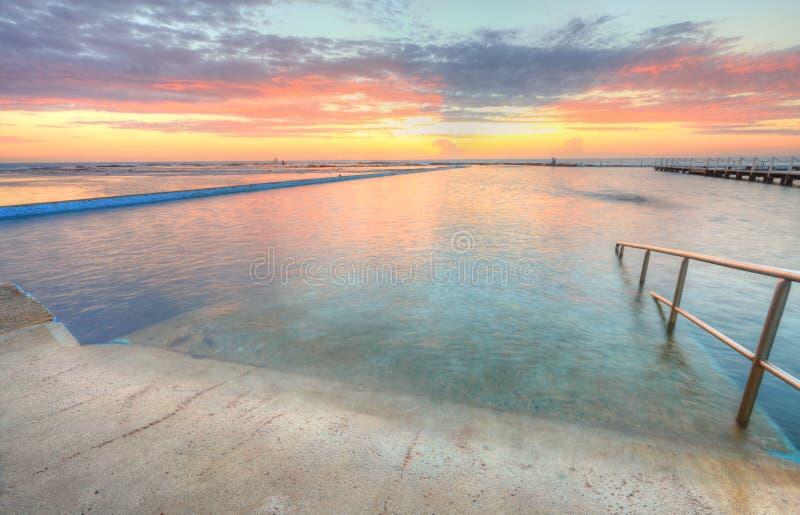 Nascer Do Sol De Uma Das Associações Ao Oceano No Au Norte De Narrabeen Foto de Stock