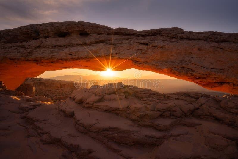 Nascer do sol do arco do Mesa imagem de stock