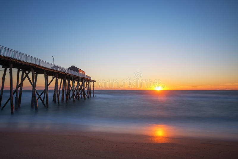 Nascer do sol do cais da pesca de Belmar fotografia de stock royalty free