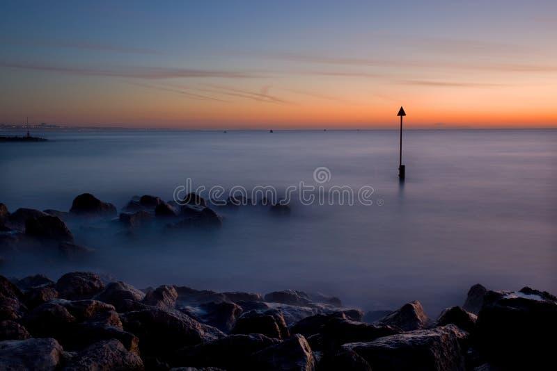 Nascer do sol do inverno, Sandbanks, Dorset, Reino Unido fotografia de stock royalty free