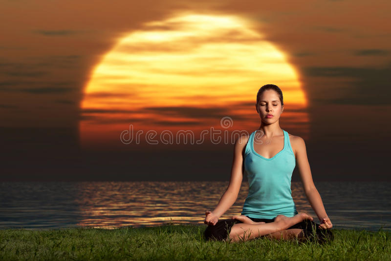 Nascer do sol do iogue. fotos de stock royalty free