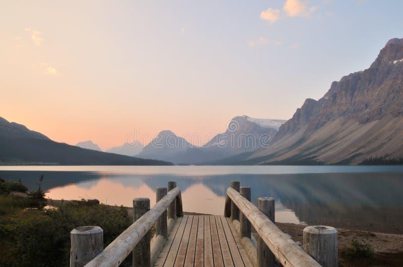 Nascer do sol do lago bow, parque nacional de Banff imagem de stock royalty free
