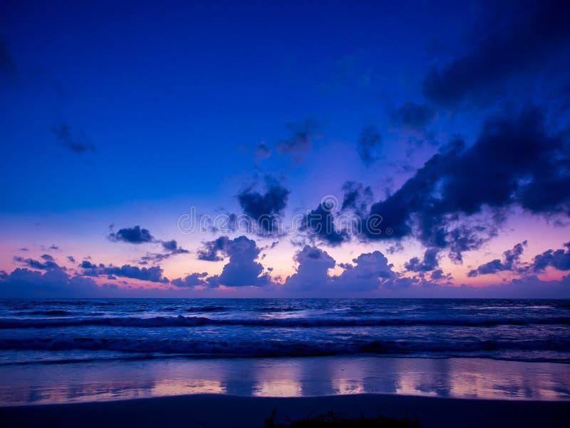 Nascer do sol do mar na ilha de Koh Samui imagens de stock royalty free