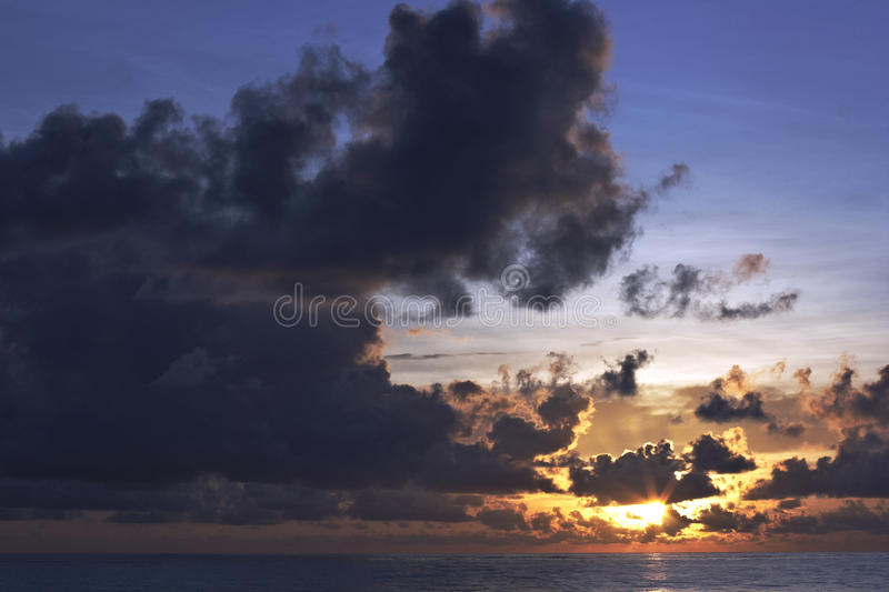 Nascer Do Sol Do Oceano Fotografia de Stock Royalty Free