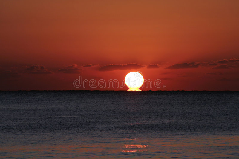 Nascer do sol do oceano fotografia de stock royalty free