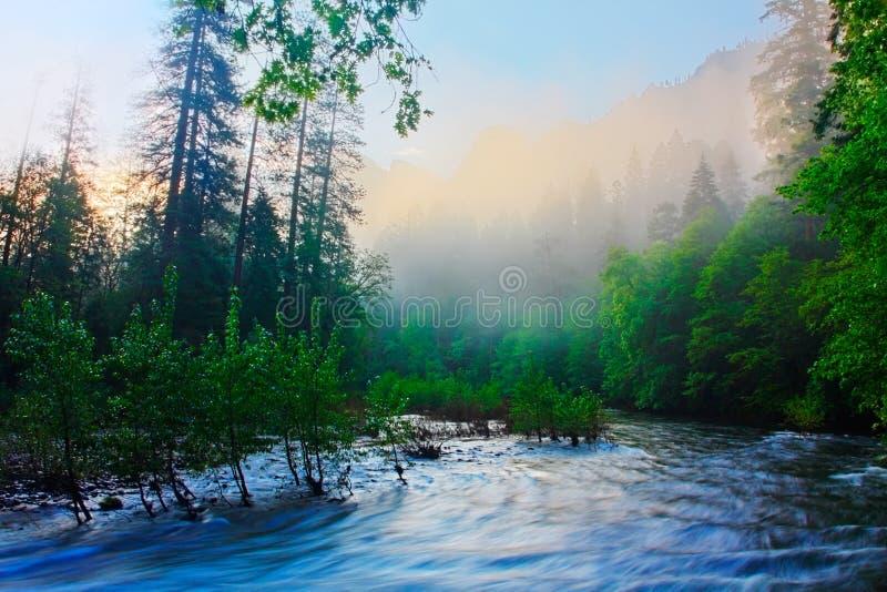 Nascer do sol do rio de Merced - Yosemite imagem de stock