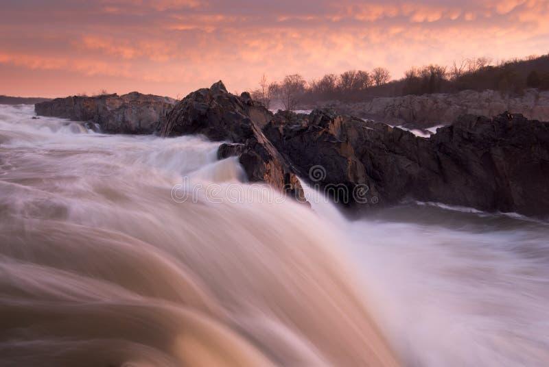Nascer do sol do rio de Potomac do parque das grandes quedas imagens de stock