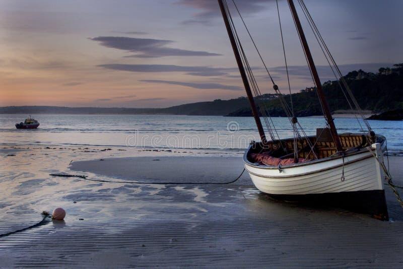 Nascer do sol do sailboat do St. Ives imagem de stock