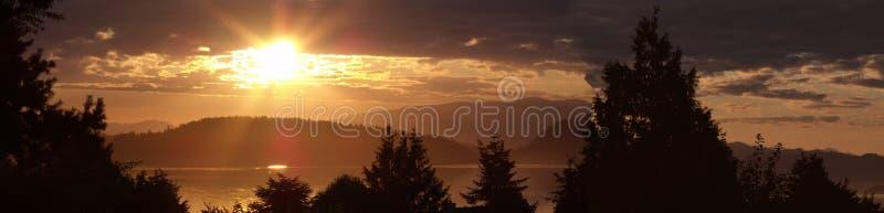 Nascer do sol do verão em Puget Sound imagem de stock royalty free