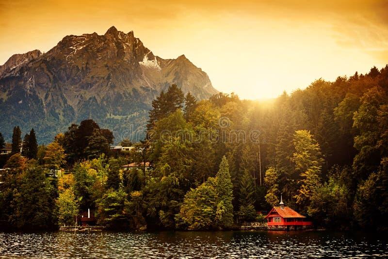 Nascer do sol dos alpes de Switzerland fotografia de stock