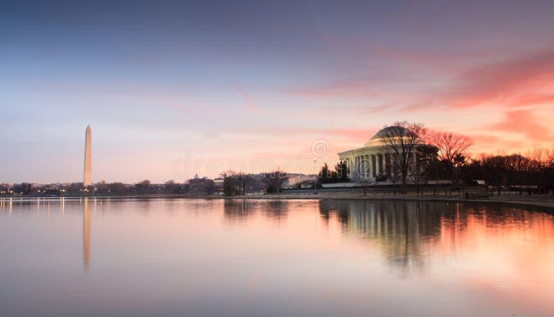 Nascer do sol dos monumentos do Washington DC fotografia de stock royalty free
